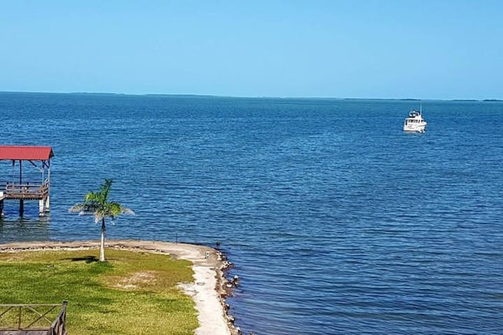See Belize Tranquil Sea View 2-BR Vacation Rental - Belize City - Byt