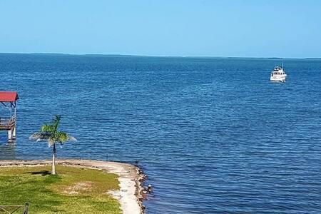 See Belize Seaside Sunny 2-Bedroom Vacation Rental - Belize City - Apartament