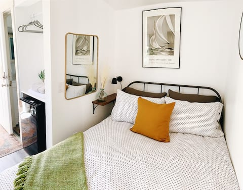 Cute & cozy tiny studio with private parking&patio