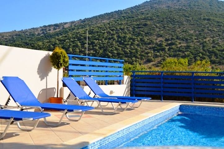 Apartment with pool,STUDIOS piscina,AGIA EFFIMIA