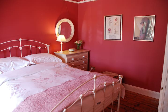 Lovely En Suite Bedroom With Private Sitting Room.