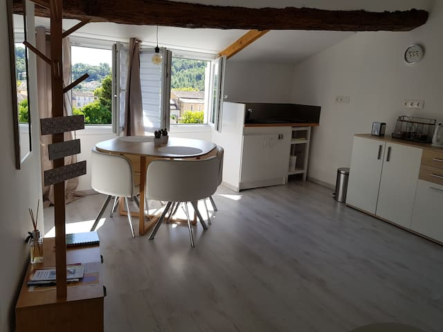 Studio atypique climatisé coeur de Provence.