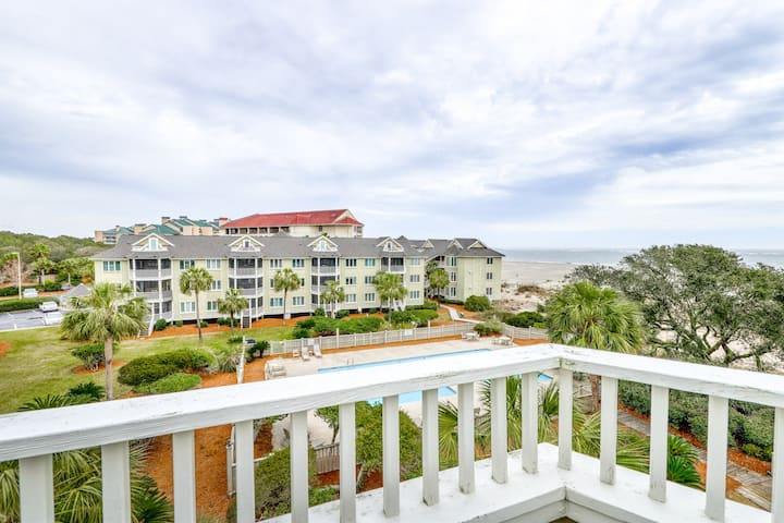 Inviting top floor villa in Wild Dunes with partial ocean views and shared pool