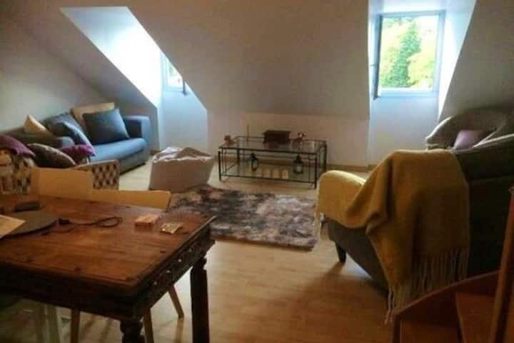 The Loft,4 beds, large living space, cave, parking