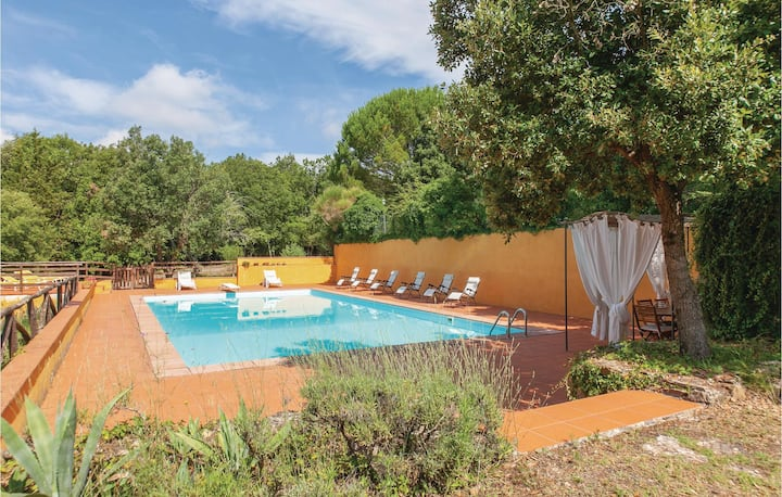 Stunning home in Chianni with WiFi, Outdoor swimming pool and 6 Bedrooms