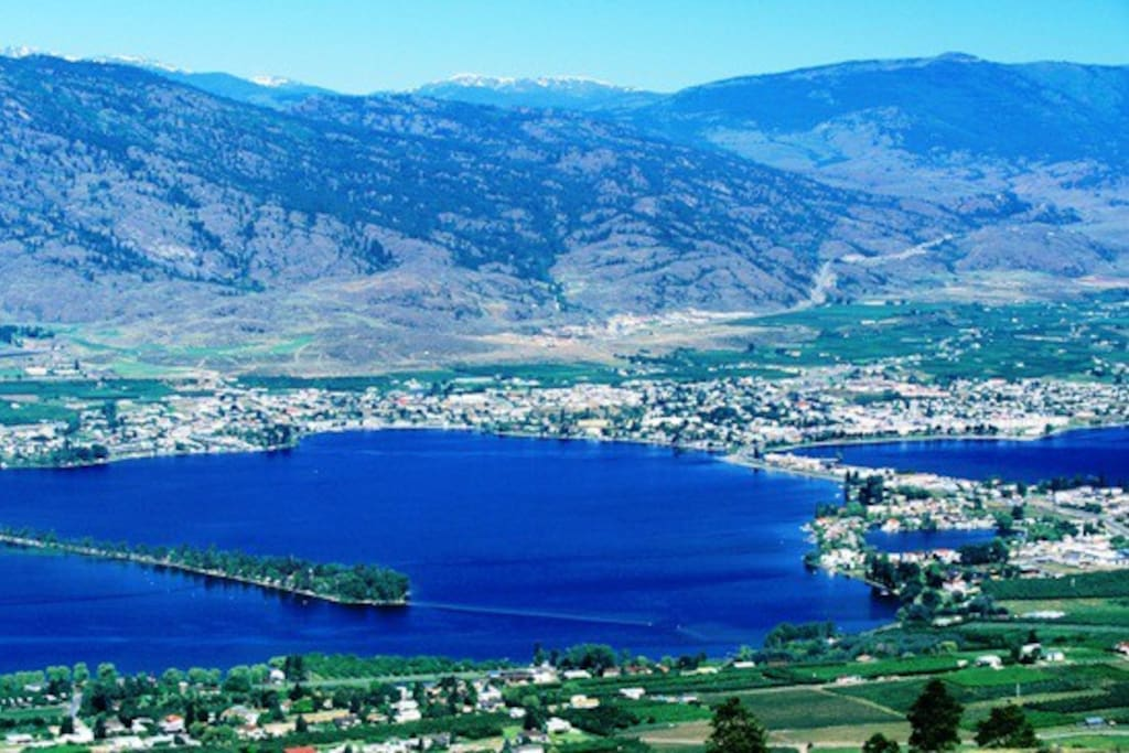 Osoyoos Lake - straddles Canada-US border.