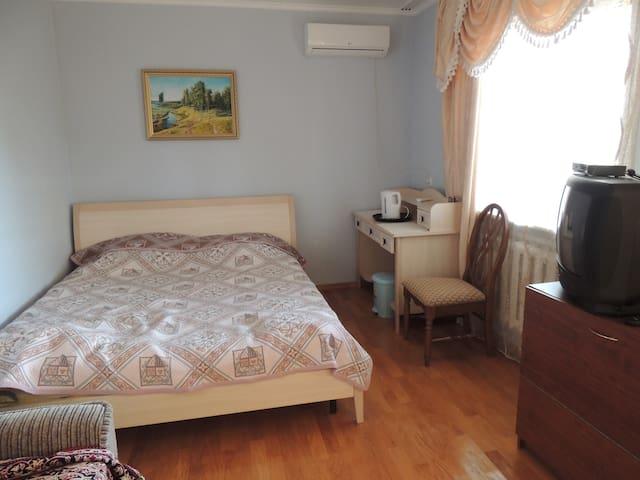комната для семейной пары - Anapa - House