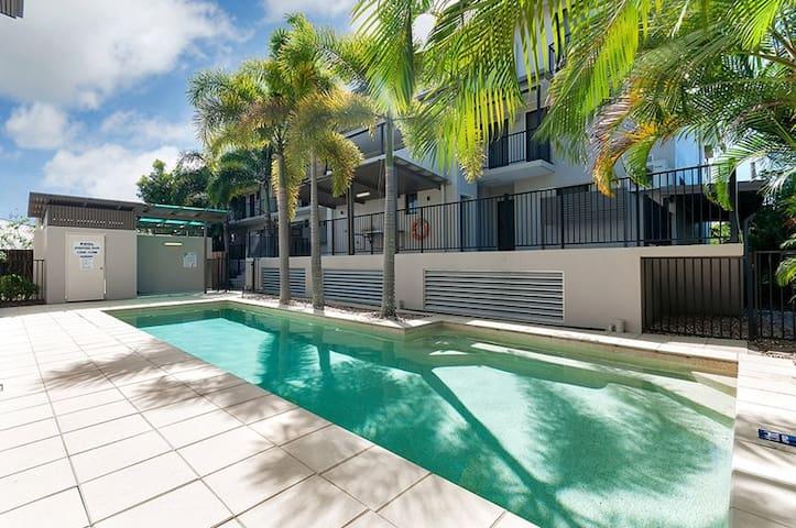 Lovely 3 bedroom 2 bathroom close to Esplanade - Cairns North - Daire