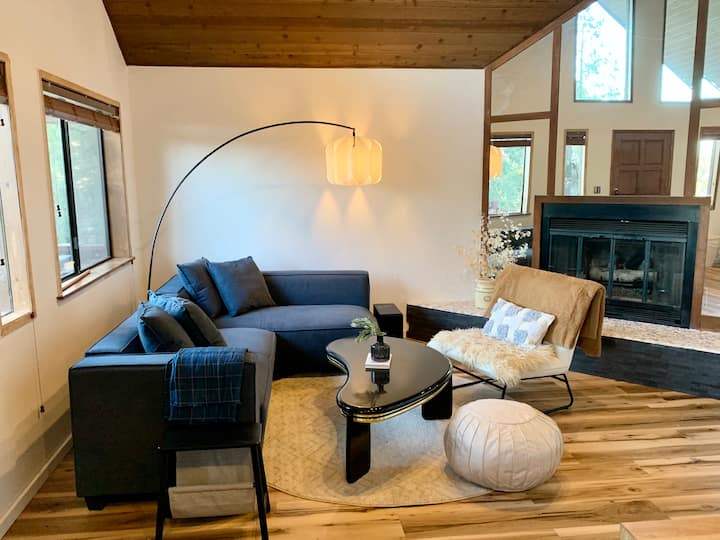 Sweet Pine Mountain House-great design/deck/2 bdrm