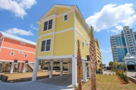 Lovely New 4 Bedroom Home with Ocean View - Myrtle Beach - Casa