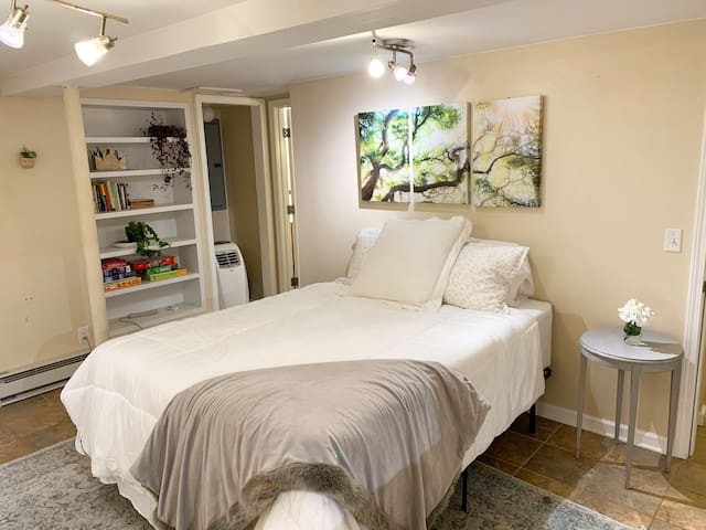 *NEW* Cozy Private Sleep Cave in West Asheville