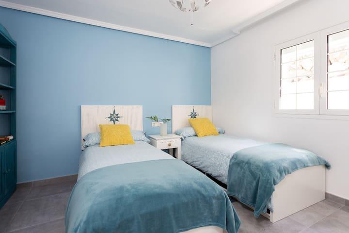 Habitación con dos camas individuales / Twin bedroom