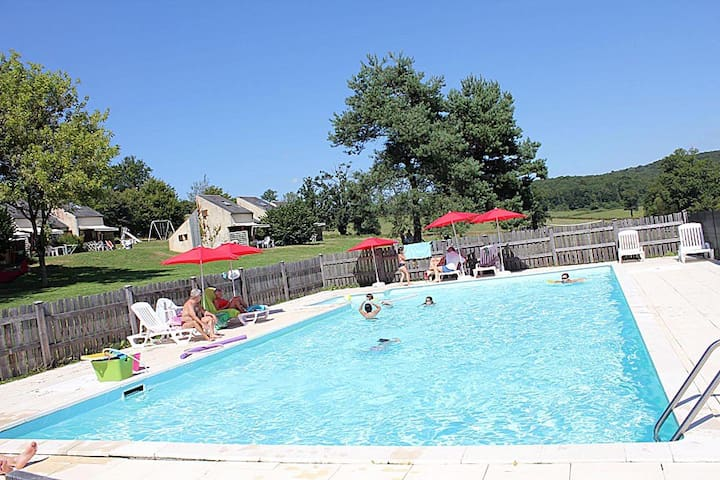 Nice family holidays place, heated swimming-pool ! - Mainsat - House