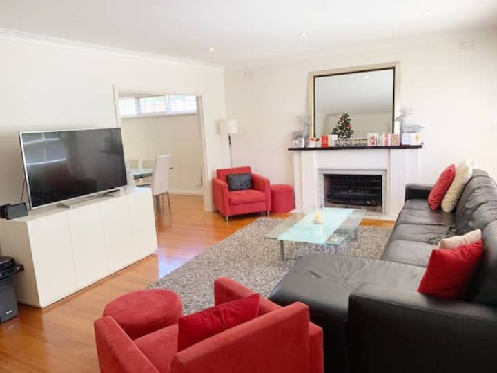 Well appointed 4 br Camberwell home  15 min to CBD