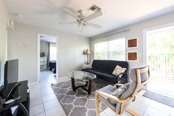 Charming two bdrm. Close  to beach and shopping.