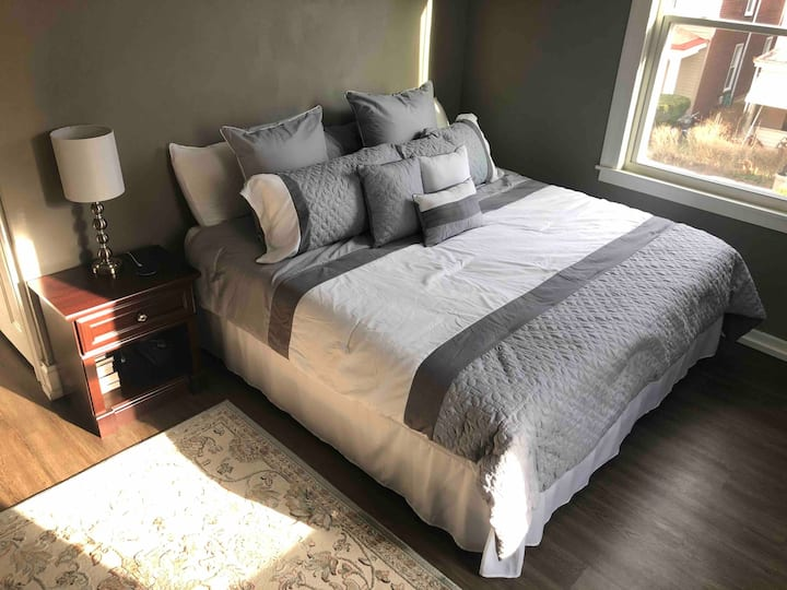 Cozy/Private home close to downtown!