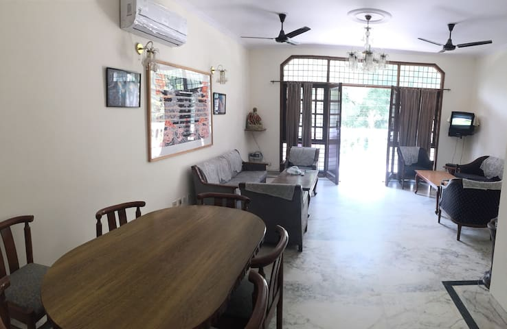 Homely serviced house in city heart - Gurugram - Huis
