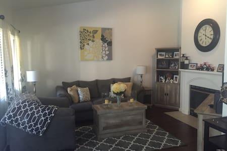 1 Bedroom W/Private Bath - Fresno
