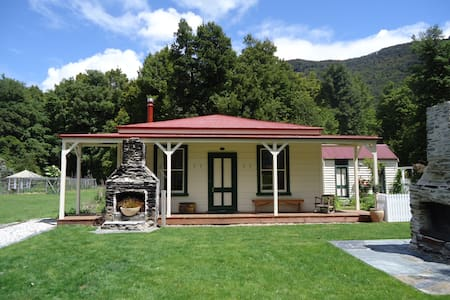 Paradise...'the house at journeys end' - Glenorchy