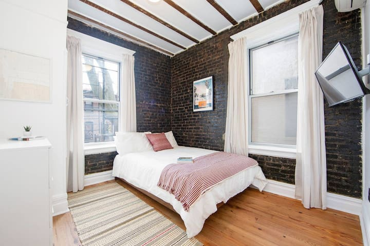 Furnished Bedroom in Brooklyn Madison