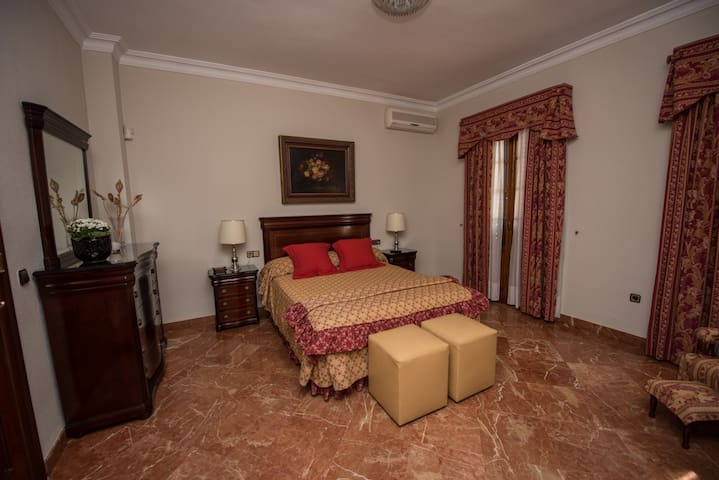DELUXE SUITE IN TRIANA HOUSE, WIFI