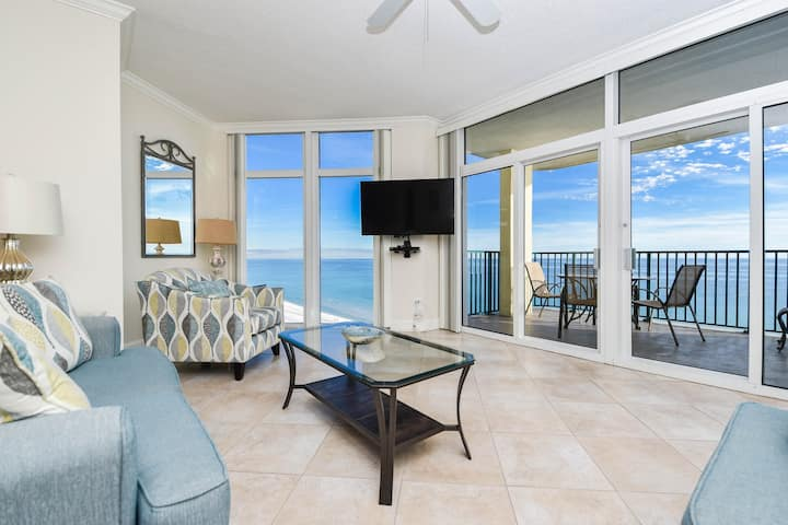 Great Beachfront Condo!  Best view in Destin!
