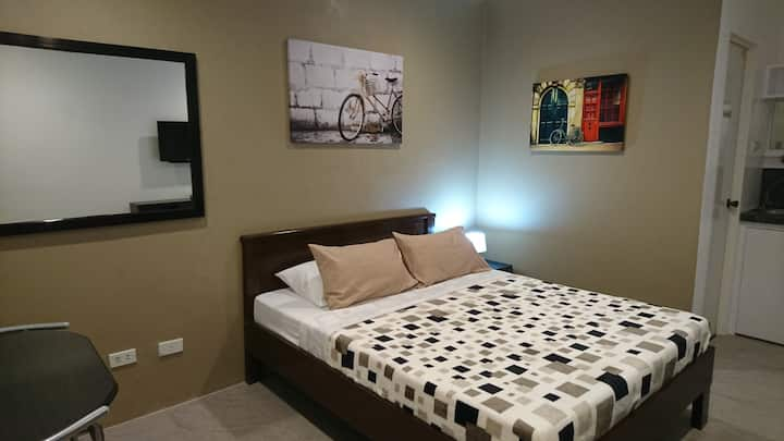 KM Suites, Room 4 (Second floor)