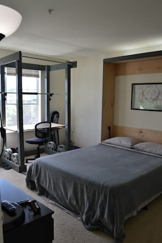 Private Rm & Bath, Parking, Coffee Bar, Comfort! - Tysons - Apartment