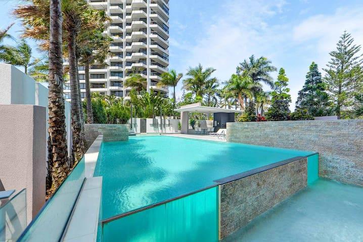 Luxurious 2-Level Main Beach Sky Home - Main Beach - Lakás