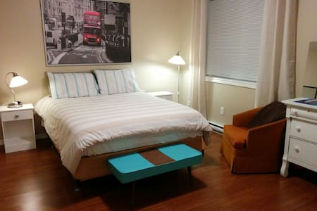 Clean apartment with great company and comfy bed! - Amherst - Apartment