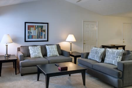 Amazing Apartment at Polo Club - 1b - Strongsville