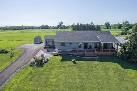 Knights Lookout, newer accessible lakefront home