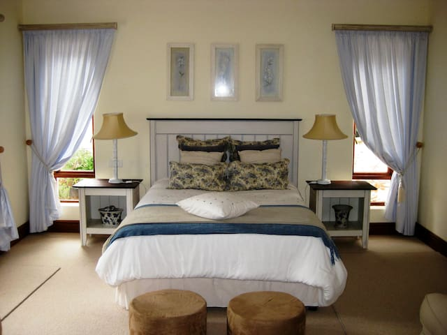 Tranquil Room in Constantia Valley