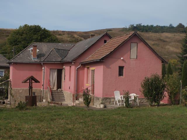 Vrijstaand huis met uitzicht op de heuvels