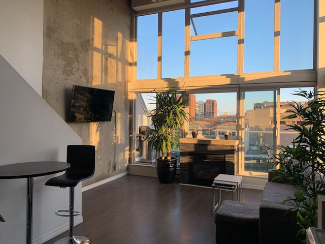 Gorgeous Gastown Loft with a View