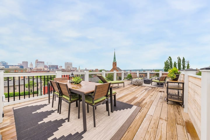 Huge Rooftop Deck Steps from OTR