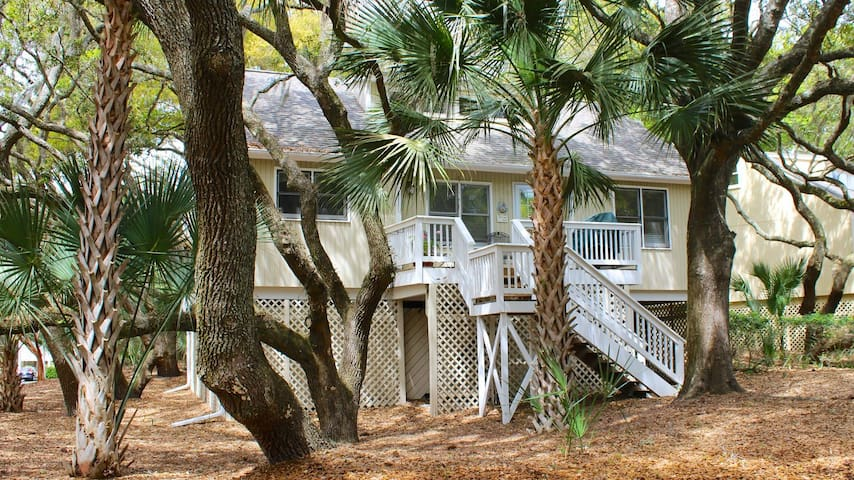Great Cottage Close to Beaches, Pools, Golf, Dining! Bring Your Pup!