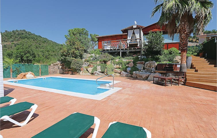Holiday cottage with 4 bedrooms on 190 m² in Calonge
