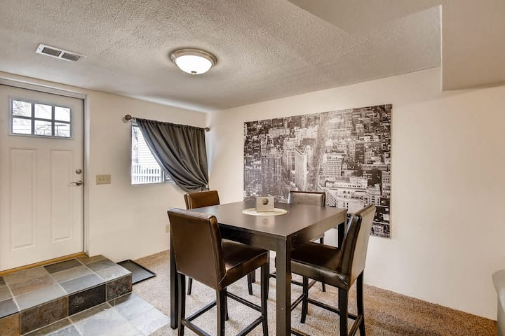 Condo - Minutes to Downtown Denver & Red Rocks!