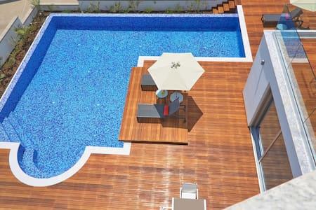 Sea Pearl 3 Bedroom Seaview Villa 1