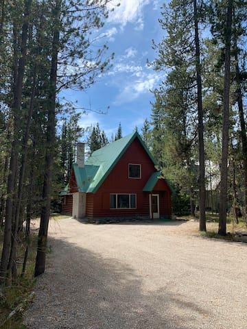 Charming Misty Moose Cabin in Mack's Inn