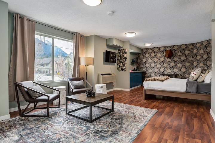 ❤Charming/Stylish renovated Condo near Banff❋❤