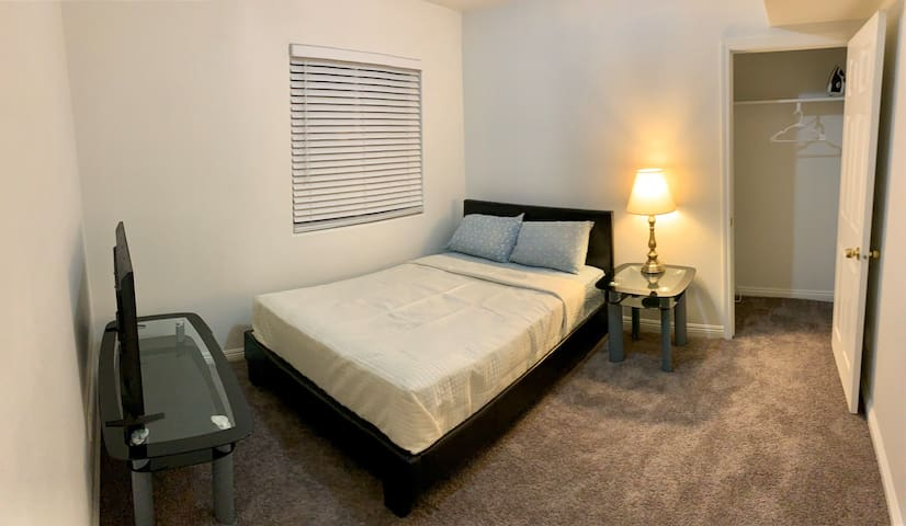 Near redondo Beach-private bedroom with A/c