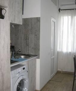 MESTUMRE   Apartment Mtacminda
