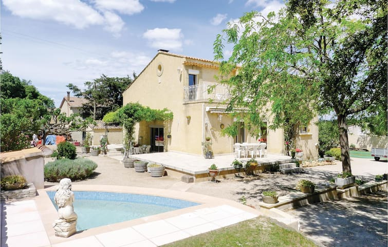 Holiday cottage with 4 bedrooms on 175m² in Pujaut