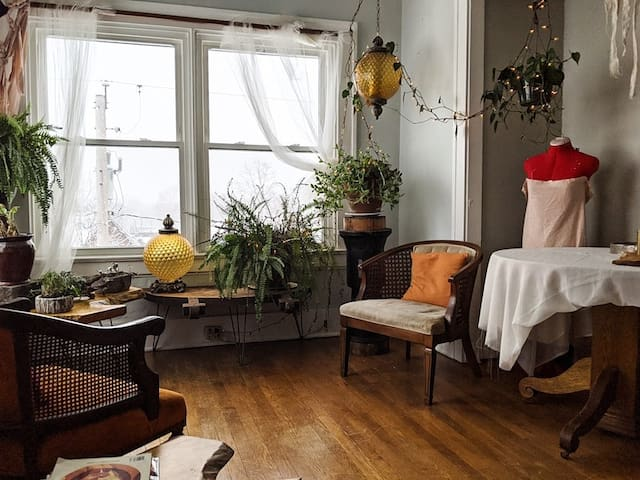 Artist Apartment in Historical Highland Square