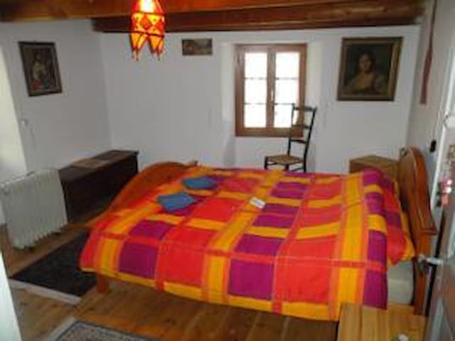 Typical Ticino house, situated at t - Linescio - Bed & Breakfast