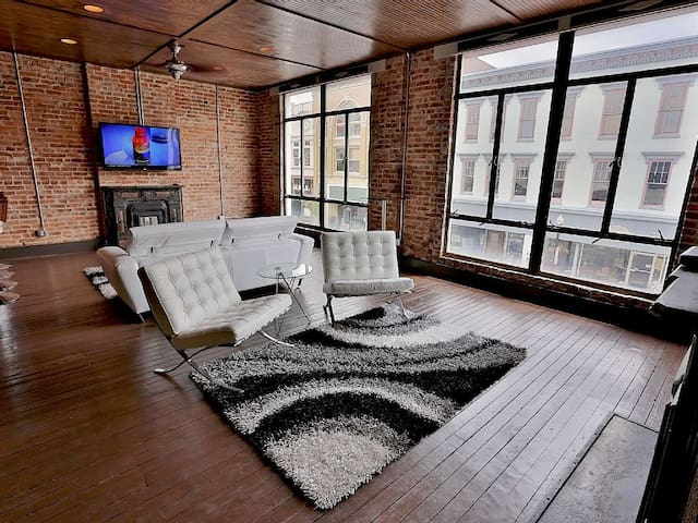 1 BR Apt Loft w/ Bar - Downtown - Shelbyville - Loteng