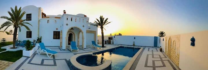 Villa familiale authentique & moderne à Djerbahood