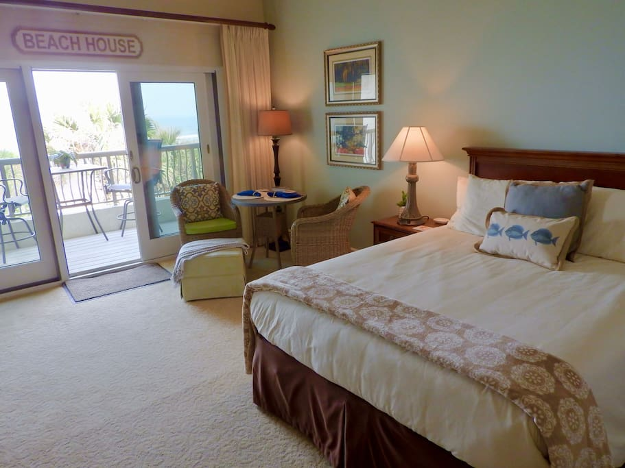 "Queen size bed, sitting area and private balcony overlooking pool, dunes and ocean. ""A great view of the ocean from the apartment. Everything you need is there. Very comfy bed too!"""